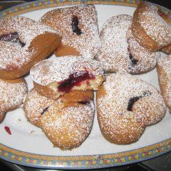 Μικρά κέικ με μαρμελάδα (Πληγωμένες καρδούλες)