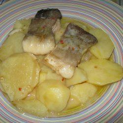 Μπακαλιάρος με πατάτες στη κατσαρόλα