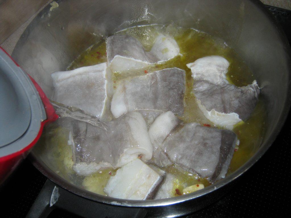 Μπακαλιάρος με πατάτες στη κατσαρόλα - 10