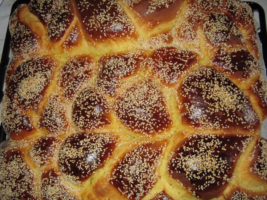Πασχαλιάτικα τσουρέκια της αυγής - Συνταγή - ηχωμαγειρέματα