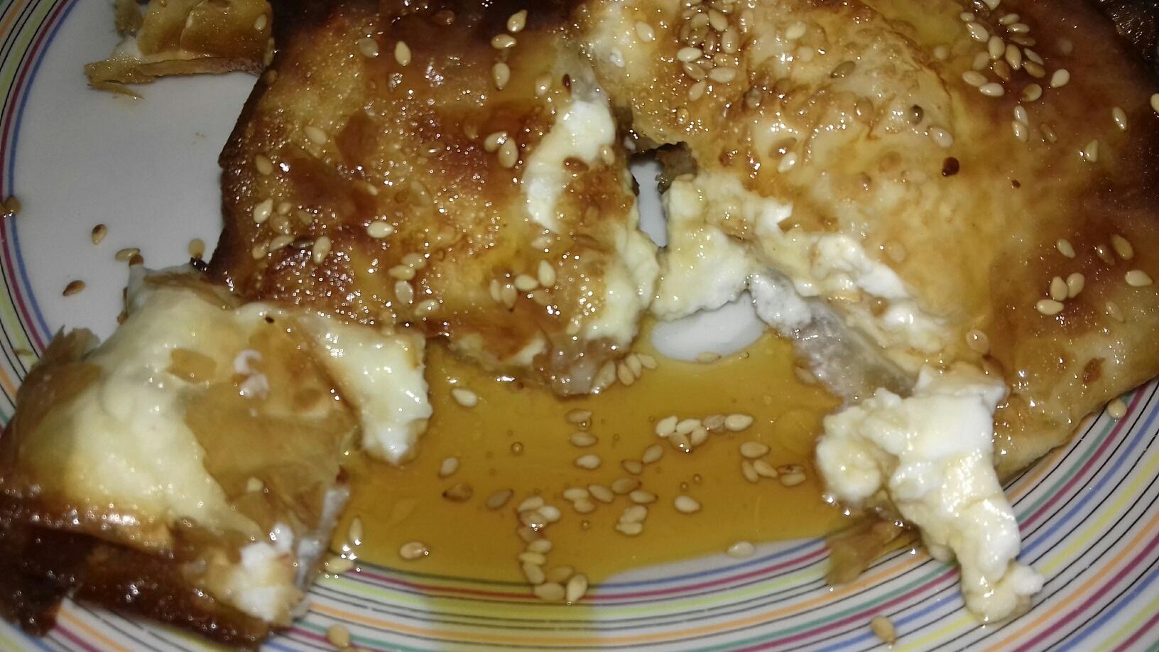 Φέτα σαγανάκι με φύλλο κρούστας & μέλι - Συνταγή - ηχωμαγειρέματα