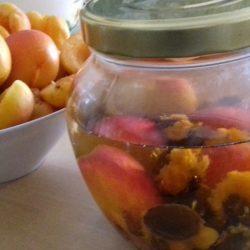 Συνταγές με βερίκοκο: Μαρμελάδα, γλυκό κουταλιού, λικέρ αμαρέτο (ΒΙΝΤΕΟ)