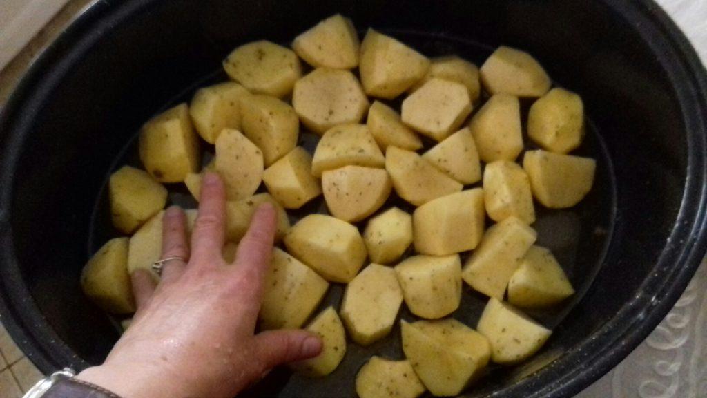 Αρνάκι στη γάστρα με πατάτες - 10