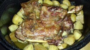 Αρνάκι στη γάστρα με πατάτες - 16