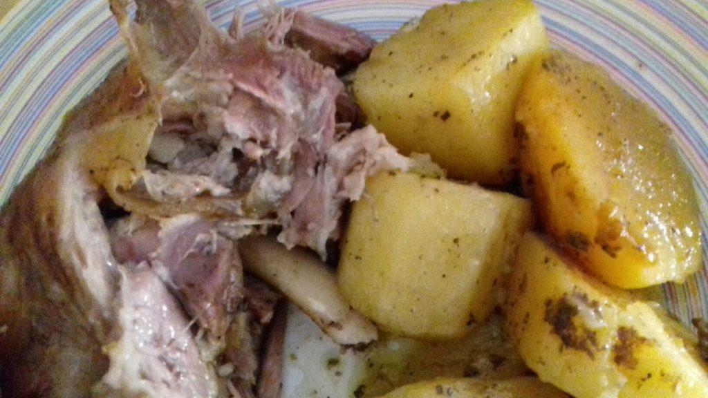 Αρνάκι στη γάστρα με πατάτες - 17