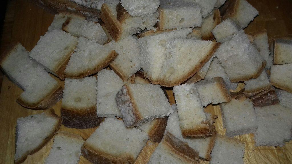 Κρουτονάκια με μπαγιάτικο ψωμί - 4