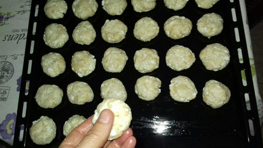 Νόστιμα τυροπιτάκια δεκαλέπτου - 15