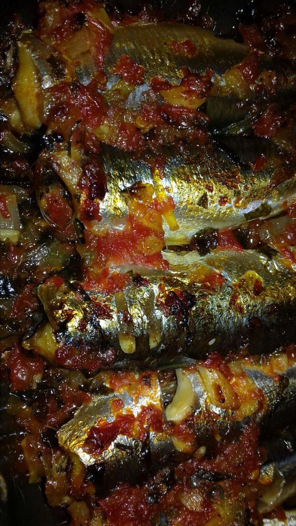Σαρδέλες με ντομάτα στο φούρνο - 16