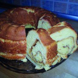 Κέικ τσουρεκάτο με άρωμα κανέλας