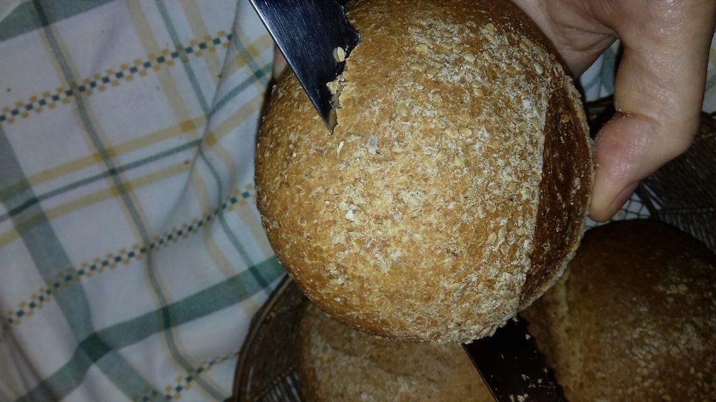 Τραγανές φωλίτσες ψωμιού με μπέικον, αυγό και κίτρινα τυριά - 1