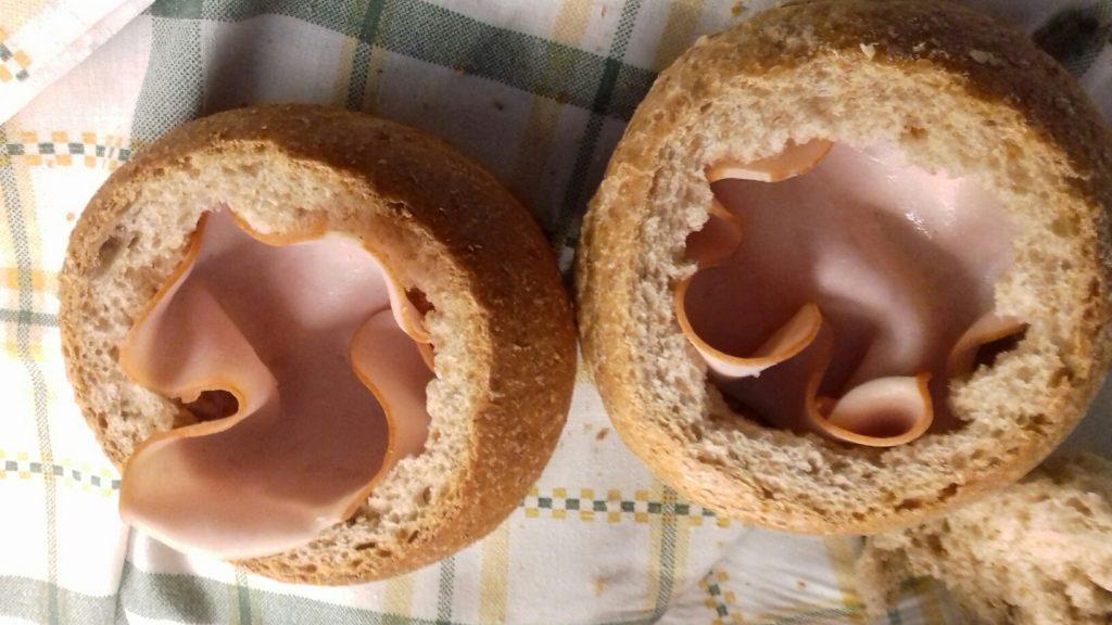 Τραγανές φωλίτσες ψωμιού με μπέικον, αυγό και κίτρινα τυριά - 10