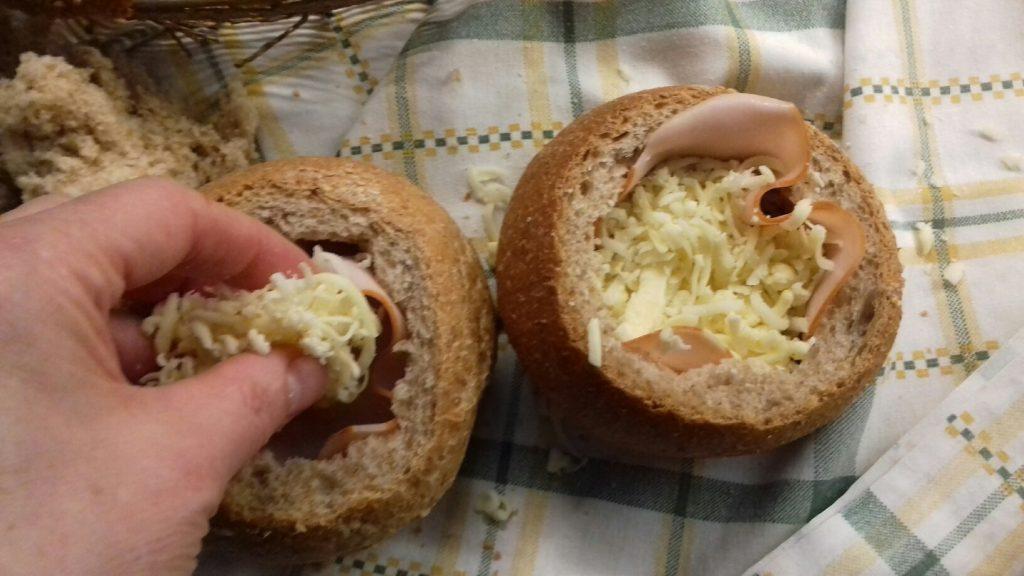 Τραγανές φωλίτσες ψωμιού με μπέικον, αυγό και κίτρινα τυριά - 13