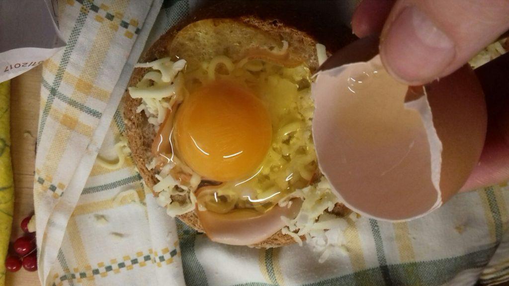 Τραγανές φωλίτσες ψωμιού με μπέικον, αυγό και κίτρινα τυριά - 14