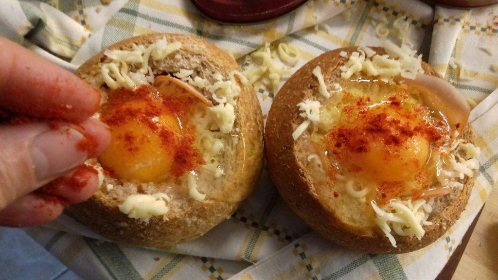 Τραγανές φωλίτσες ψωμιού με μπέικον, αυγό και κίτρινα τυριά - 18