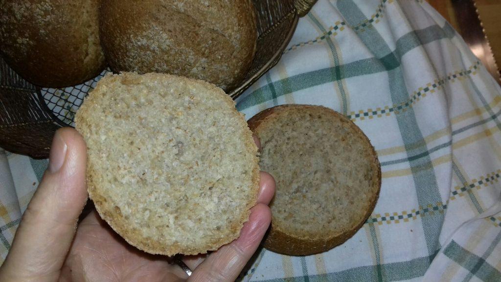 Τραγανές φωλίτσες ψωμιού με μπέικον, αυγό και κίτρινα τυριά - 2