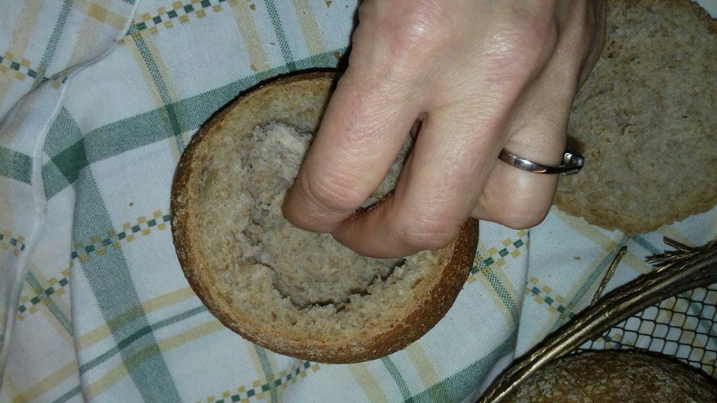 Τραγανές φωλίτσες ψωμιού με μπέικον, αυγό και κίτρινα τυριά - 3
