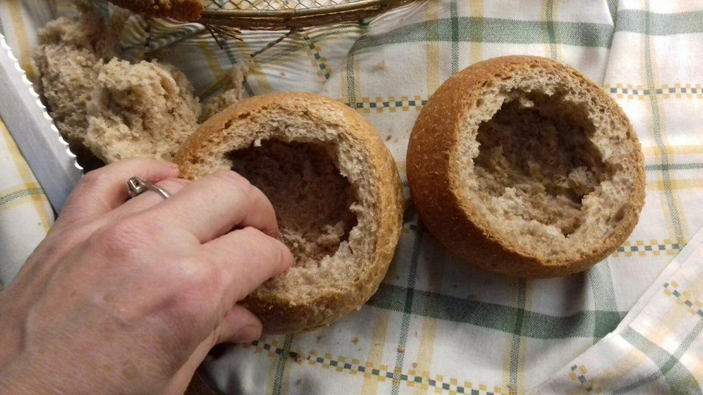 Τραγανές φωλίτσες ψωμιού με μπέικον, αυγό και κίτρινα τυριά - 6