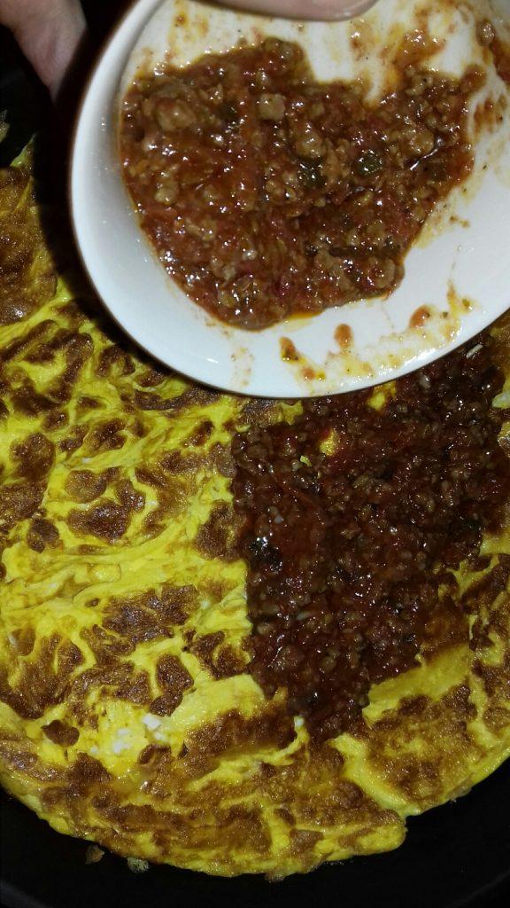 Ομελέτα με μαγειρεμένο κιμά που περίσσεψε - 17