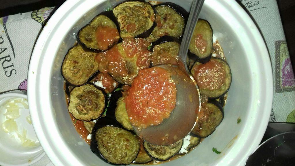 Μελιτζάνες μελωμένες με σάλτσα και τυριά - 22