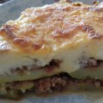 Κολοκυθάκια στον φούρνο με κιμά και ελαφριά μπεσαμέλ! Το τέλειο καλοκαιρινό φαγάκι