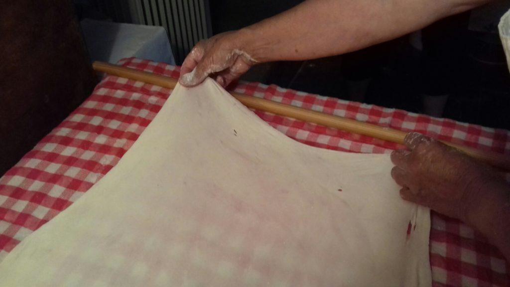 Σταφιδόπιτα - Γλυκιά τραβηχτή στριφτόπιτα με σταφίδες - 6