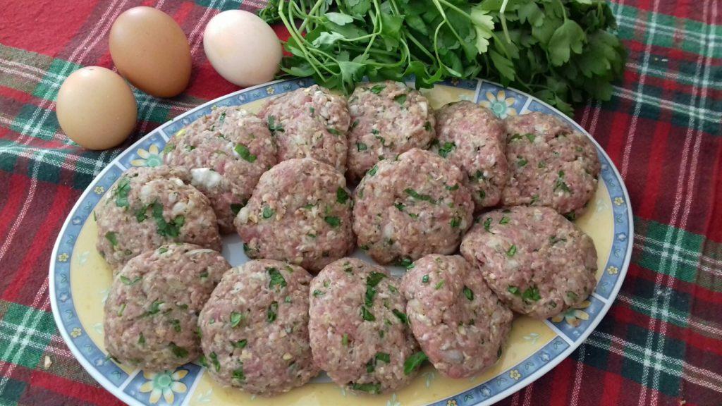 Κεφτέδες με κρεμμύδια και πατάτες στο φούρνο - 17