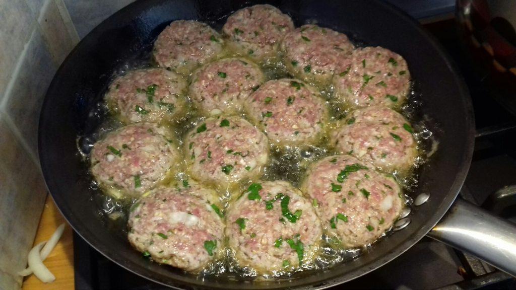 Κεφτέδες με κρεμμύδια και πατάτες στο φούρνο - 20