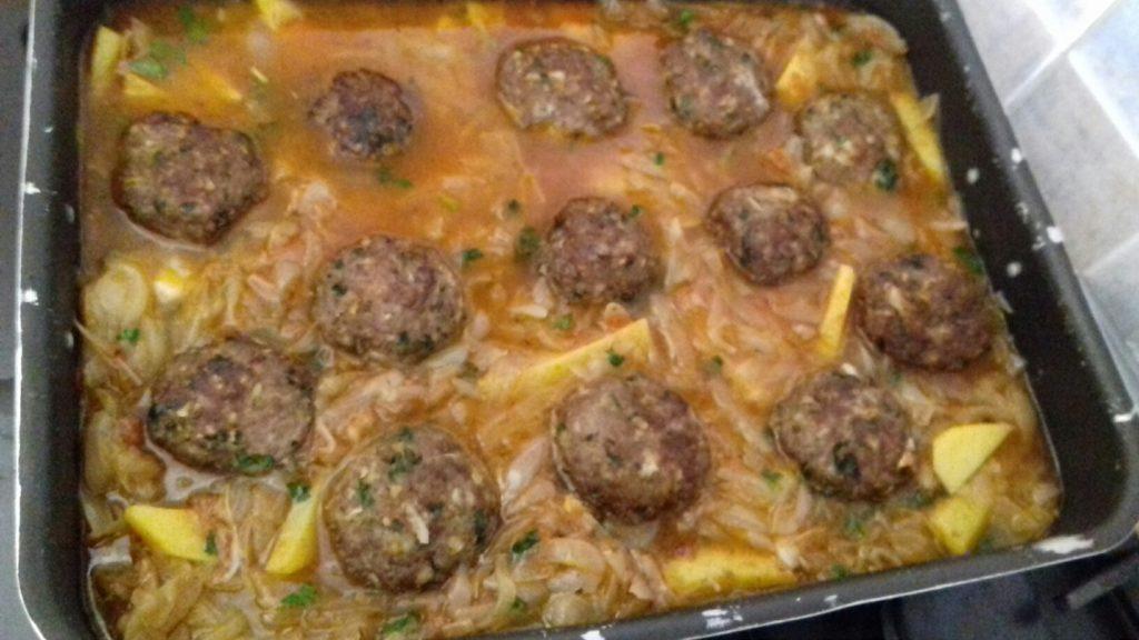 Κεφτέδες με κρεμμύδια και πατάτες στο φούρνο - 40