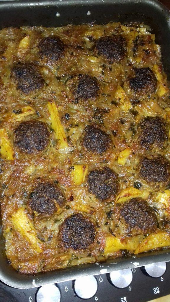 Κεφτέδες με κρεμμύδια και πατάτες στο φούρνο - 42