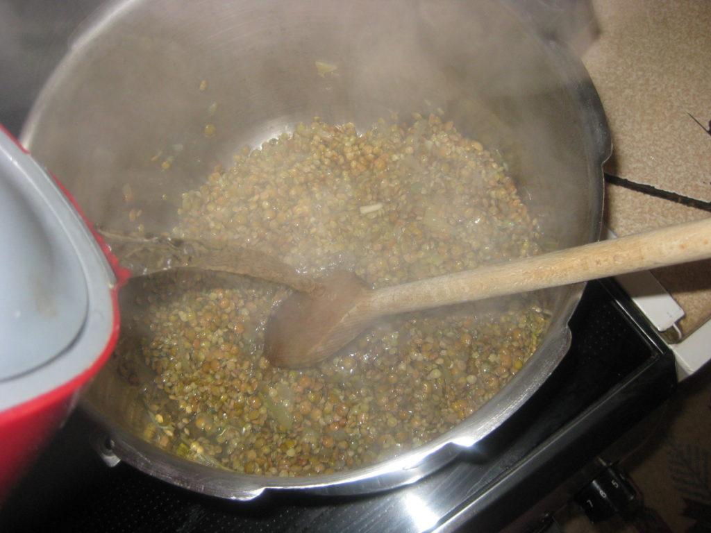 Κριθαράκι με σάλτσα φακής - 5