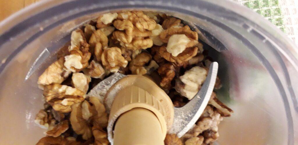 αφράτη καρυδόπιτα με κρέμα βελούδο - 11