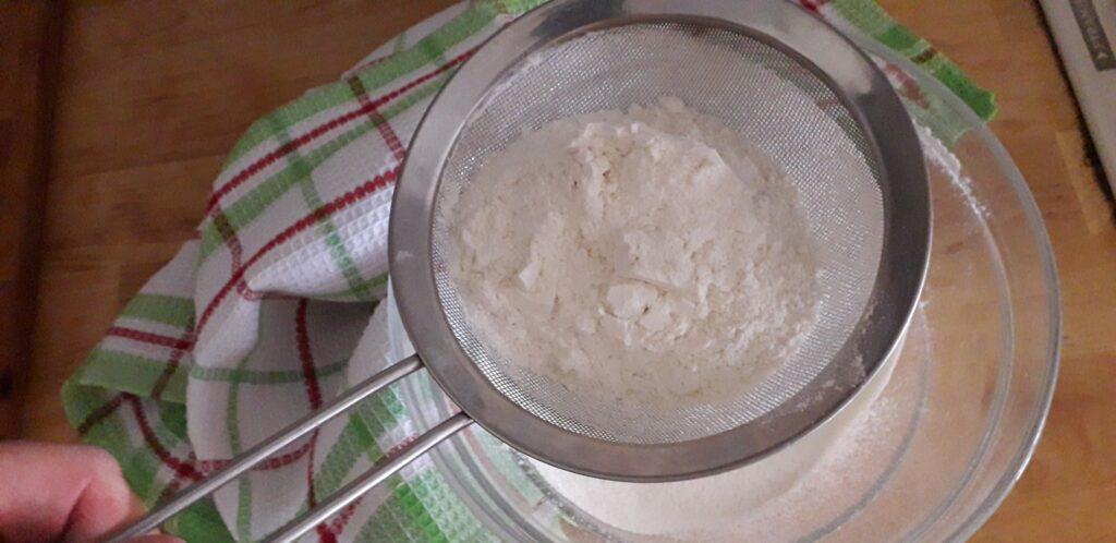 αφράτη καρυδόπιτα με κρέμα βελούδο - 5