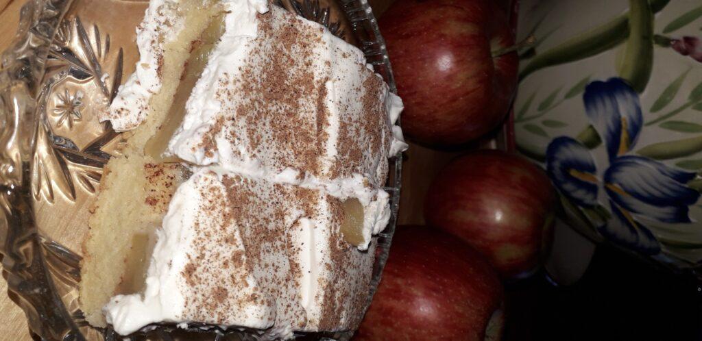 αφράτο γλυκό μήλου με παντεσπάνι στον φούρνο - 18