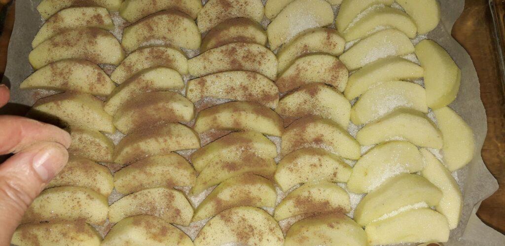 αφράτο γλυκό μήλου με παντεσπάνι στον φούρνο - 26