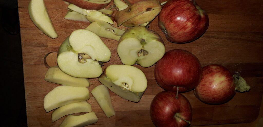 αφράτο γλυκό μήλου με παντεσπάνι στον φούρνο - 28