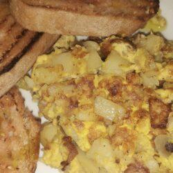 Χωριάτικη ομελέτα με πατάτες και κρεμμύδια